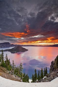 Crater Lake at Dawn. No visit to Oregon would be complete without a trip to Crater Lake! All Nature, Amazing Nature, Places To Travel, Places To See, Terre Nature, Beautiful World, Beautiful Places, Amazing Places, National Parks
