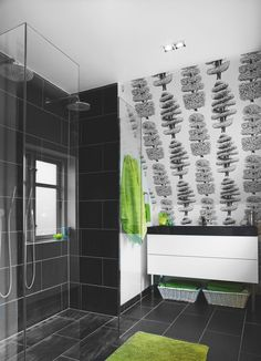 Black and white. Interior Design Blog, House Styles, Sweet Home Style, Inside Home, Printed Shower Curtain, Home, Types Of Rooms, Bathroom Tub Shower, Wall Coverings