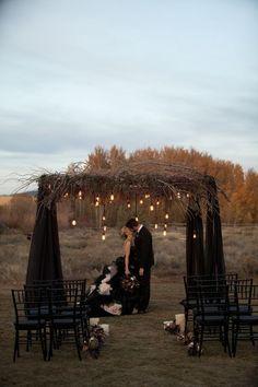 halloween ceremony decor idea / http://www.himisspuff.com/halloween-wedding-ideas/