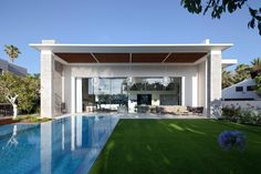 Hovering Cube House by Yulie Wollman