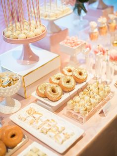 wedding food A Modern Indian Wedding Like You've Never Seen Dessert Bar Wedding, Wedding Sweets, Dessert Bars, Wedding Cakes, Gold Dessert Table, Indian Wedding Food, Indian Desserts, Indian Wedding Photography, Donuts