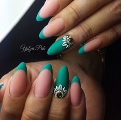 Almond nails are modern for a few seasons. If manicure is matte, whit shiny details it's right thing.