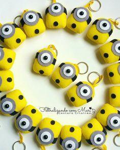 { Chaveiros Minions  }    Pensa num amor por esses fofuxos.   .  .  Chaveiros para lembrancinha de aniversário,disponível em outros personagens. Peça seu orçamento.  .  .  #Felt #Feltro #Handmade #feitoamao #Costurinhas #minions #banana #Fofineos #cute Felt Diy, Felt Crafts, Diy And Crafts, Arts And Crafts, Diy Shrink Plastic Jewelry, Felt Keychain, Keychains, Sewing Crafts, Sewing Projects