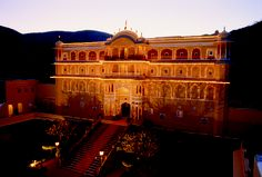 Discover the best of Indian and Mughal styles at the 475 year old Samode Palace, Rajasthan #India