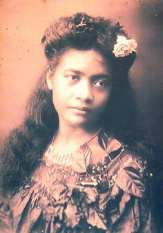 Samoan Hair Women | Unidentified woman with one dark and one light flower in hair, which ...