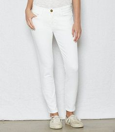 The Ultimate Jeans Guide for Short Torsos - For women out there with a petite torso, here are the best jeans to help you look long and lean.For women out there with a petite torso, here are the best jeans to help you look long and lean. Low Rise Skinny Jeans, Skinny Ankle Jeans, Cropped Skinny Jeans, Super Skinny Jeans, Best Petite Jeans, Best Jean Brands, Best Jeans For Women, Short Torso, Mother Denim