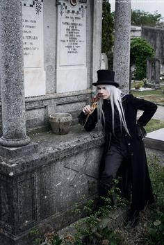 First of a little series taken the same day as Silent Lamb Dinner and based on Jimmy Richter's idea, which was not to take a classic set of gothic photo. Urban Tribes, Gothic Men, Looks Dark, Handfasting, Cybergoth, Men Looks, Cyberpunk, Steampunk, Long Hair Styles