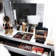 "1,234 Synes godt om, 9 kommentarer – VANITY COLLECTIONS (@vanitycollections) på Instagram: "". ✨ Complete Vanity Pack by night ✨@vanitycollections  . #makeupstorage #beautyroom #vanity…"""