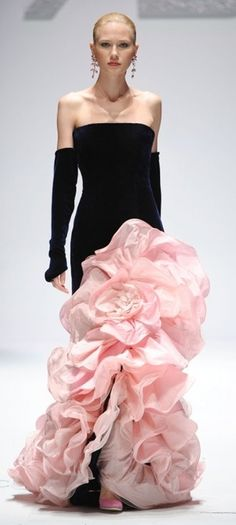your-justlucynaround: Renato Balestra Haute Couture Fall Winter Couture Mode, Couture Fashion, Runway Fashion, Fashion Moda, High Fashion, Fashion Show, Fashion Design, Womens Fashion, Beautiful Gowns