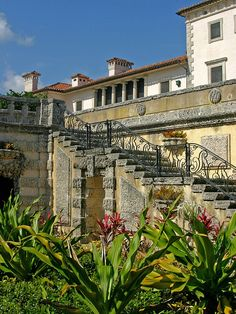 Vizcaya Museum & Gardens-The travel experts at Great American Country explore must-see sights in this style-setting Florida city.