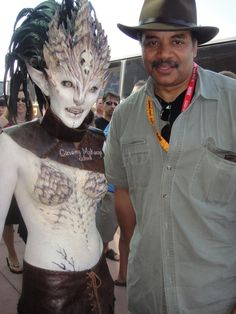 This picture was tweeted by Neil deGrasse Tyson: Absolutely incredible  alien makeup and costume at ComicCon 2012.