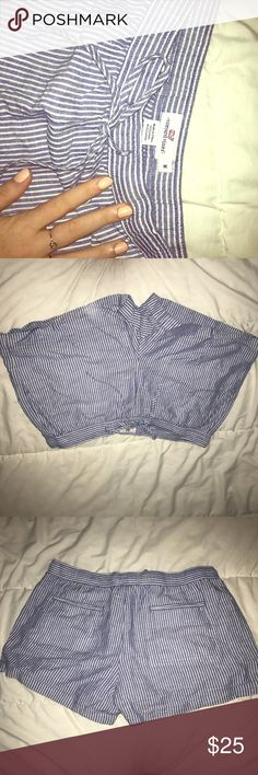 Vineyard Vines drawstring shorts Only worn once! Blue and white striped shorts made of cotton with pockets Vineyard Vines Shorts