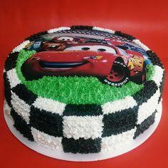 ideas cars cake for boys lightning mcqueen Disney Cars Cake, Disney Cars Party, Disney Cars Birthday, Cars Birthday Parties, Cars Cake Design, Car Cakes For Boys, Lightning Mcqueen Cake, Bolo Minnie, Character Cakes