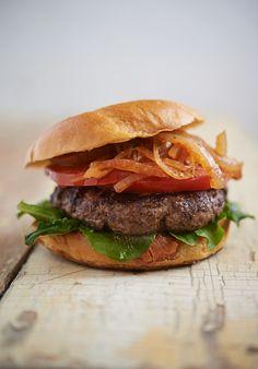 Kobe-Burger mit Fleisch vom Kobe-Rind | Zeit: 20 Min. | http://eatsmarter.de/rezepte/kobe-burger