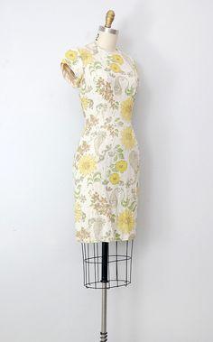 vintage 1960s dress / 1960s floral wiggle dress / floral 60s vintage dress.This would look KILLER on me! LOL!