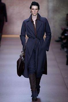 Fendi Fall 2002 Ready-to-Wear Fashion Show - Eleonora Bose, Karl Lagerfeld