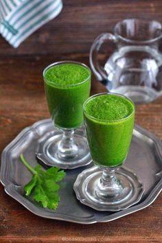 Zielone koktajle: szpinak + sałata rzymska + seler naciwoy + banan + jabłko + gruszka + cytryna