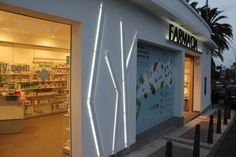 Pharmacie Bonny à Las Palmas en Espagne. Réalisée par notre filiale Mobil M Espagne.
