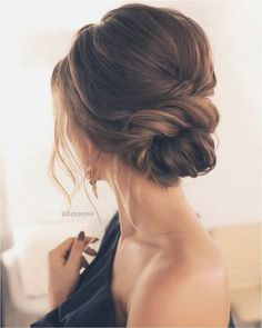 1001 + ideas for trendy hairstyles for medium-length hair: medium-length hairs. 1001 + ideas for trendy hairstyles for medium-length hair: medium-length hairstyles with bangs, updo idea, elegant woman for special . Wavy Wedding Hair, Elegant Wedding Hair, Wedding Hair And Makeup, Prom Hair, Trendy Wedding, Wedding Guest Updo, Homecoming Hair, Wedding 2015, Wedding Cake