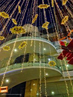 Lluvia de estrellas de navidad en La Quinta Centro Comercial. Gracias @carlosegs por la foto. #NavidadBUC