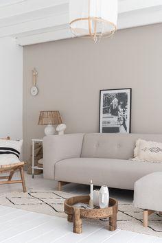 By SIDDE - ELLE INTERIEUR Nordic Living Room, Living Room Colors, Living Room Decor, Home And Living, Living Room Inspiration, Home Decor Inspiration, Murs Beiges, Deco Design, Dream Decor