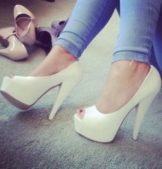 Daily One ! #daytime #dayuse #perfectsummer #beige #simple #simplecolor #heelsfashion #sexyheels #loveit #yey #cute #heels #2013style #musthave #sexy #heelsstyle #needit #ongo