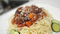 Tali's Tasty Garlic-flavoured Spaghetti & Mince Zimbabwe Food, Tomato Paste, Curry Powder, Fries, Garlic, Spaghetti, Tasty, Meals, Cooking