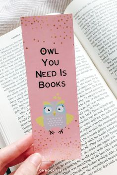 Who calls themselves a book owl? And a bookmark collector maybe? I love starting a new read with a matching bookmark almost as much as I love designing them for my favourite reads. Click if you want to get this cute printable bookmark for yourself or as a book loves gift for your book buddy / favourite bookworm! Gifts For Bookworms, Gifts For Readers, Gifts For Kids, Book Lovers Gifts, Book Gifts, Gift For Lover, Bookmarks For Books, Cute Bookmarks, Art Crafts