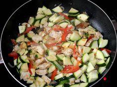 Sajtszószos rakott cukkini recept lépés 4 foto Cobb Salad, Zucchini, Vegetables, Recipes, Food, Recipies, Essen, Vegetable Recipes, Meals