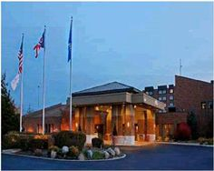 DoubleTree By Hilton Cleveland East Beachwood Beachwood (Ohio) Providing on-site dining options and spacious rooms furnished with modern amenities, including MP3 compatible radios, this hotel is a short drive from area attractions, including Cleveland city centre.