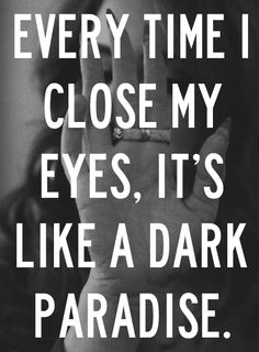 """Lana Del Rey """"Todo el tiempo cierro mis ojos, es como un oscuro paraíso"""