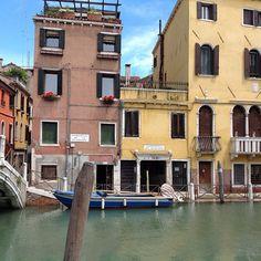 #Aurinkomatkaaja vaeltelee Venetsian historiallisilla kujilla #venice