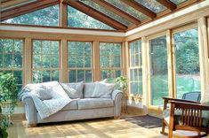 Giardini d'inverno - Giardino d'inverno, divano e poltrona in legno