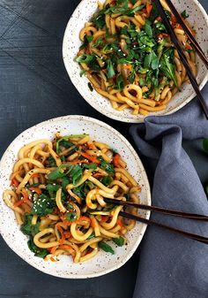 healthy stir fry 15 Minute Spicy Udon Stir Fry - Yes! You can be enjoying this Spicy Udon Stir Fry in just 15 minutes! Proving that delicious doesn't need to be time consuming! Vegetarian Dinners, Vegetarian Recipes, Cooking Recipes, Udon Recipe Easy, Vegetable Dish, Veggie Stir Fry, Gnocchi, Noodles, Bon Appetit