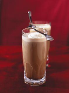 Recette de Ricardo de café enflammé.  Ces cafés alcoolisés seront parfaits pour épater les invités après un bon souper.