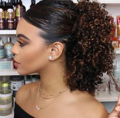 Natural Curls with Curtain Bangs and Highlights - 20 Chicest Hairstyles for Thin Curly Hair – The Right Hairstyles - The Trending Hairstyle Short Hairstyles For Women, Easy Hairstyles, Girl Hairstyles, Black Hairstyles, Long Curly Hair, Curly Hair Styles, Natural Hair Styles, Curly Ponytail, Kinky Curly Hair