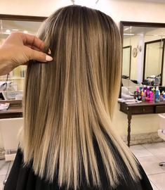 gorgeous balayage hair color ideas best balayage highlights page 33 Black Hair Ombre, Ombre Hair Color, Hair Color Balayage, Hair Highlights, Haircolor, Platinum Highlights, Light Brown Hair, Dark Hair, Blonde Hair