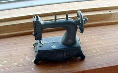 Vintage Miniature Sewing Machine Diecast Metal by PendragonFarm, $10.00
