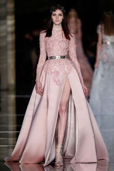 May Society Zuhair Murad Spring Summer 2016 Haute Couture Vestidos Fashion, Fashion Dresses, Mode Glamour, Prom Dresses Long With Sleeves, Indian Wedding Outfits, Wedding Dresses, Applique Dress, Looks Style, Couture Dresses