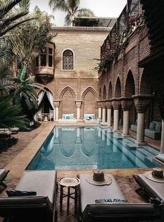 Where To Stay In Marrakech: La Sultana best luxury boutique hotel swimming pool . - PoOn Y - Hotel Hotel Swimming Pool, Hotel Pool, Swimming Pool Designs, Hotel Lounge, Luxury Swimming Pools, Riad Marrakech Medina, Houses Architecture, Beautiful Architecture, Architecture Design