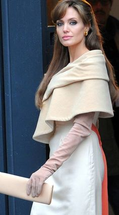 Angelina Jolie - The Tourist .always classy. Jolie Pitt, Angelina Jolie, Colleen Atwood, Gossip Girl Fashion, Vintage Beauty, Costume Design, Couture Fashion, Vintage Outfits, Vintage Clothing