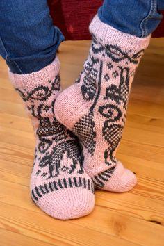 KARDEMUMMAN TALO Knitting Socks, Knit Socks, Leg Warmers, Mittens, Knitting Patterns, Monet, Crocheting, Fashion, Leg Warmers Outfit