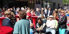 Die SPD veranstaltet(e) eine Zukunftswerkstatt: Beteiligte Bürger vor der RheinBerg Galerie