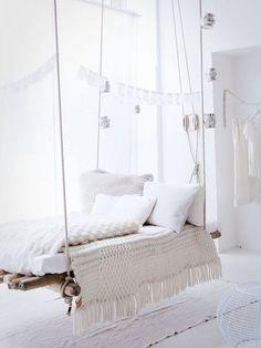 L'amas de douces couvertures sur un lit balançoire ? On adore !!!
