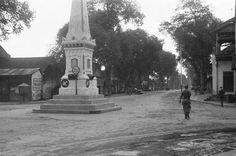 Suasana Kota Yogyakarta pada awal terjadinya Agresi Militer Belanda II. Beberapa pasukan yang tertangkap dalam foto diperkirakan bagian dari Resimen Infantri 1-15 Belanda. ⏳ 19 Desember 1948 sc: het nationaal archief © Th. van de Burgt - - - - - -