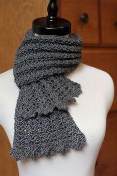Sehr schöner Häkel-Schal im muschelähnlichen Muster