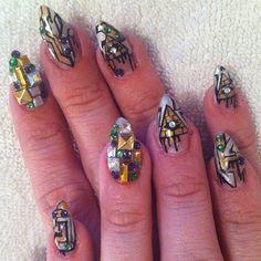 Dripping pyramid  #nail #nailart @roxycottontail