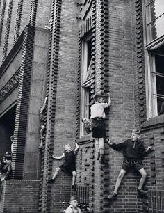 architectureofdoom:affinitates:  17. skip school  Aufstieg der Begabten, Friedrich Seidenstücker, 1950