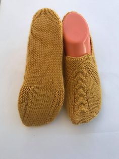 Basit saç örgüsü patik modeli yapılışı - Canım Anne Baby Knitting Patterns, Fingerless Gloves, Arm Warmers, Slippers, Socks, Hats, Karma, Simple, Fashion