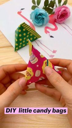 Instruções Origami, Paper Crafts Origami, Diy Paper, Paper Crafting, Paper Art, Oragami, Paper Cube, Origami Gift Box, Origami Tattoo